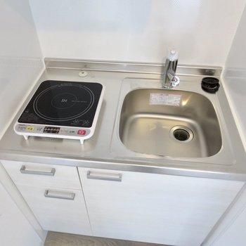 調理スペースがないので、シンクに引っ掛けるタイプのまな板がよさそうです※写真は3階の同間取り別部屋のものです