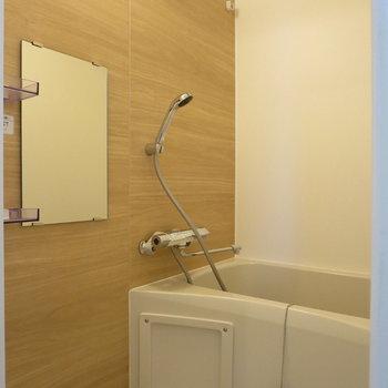 木目調のデザインで温かな印象に※写真は3階の同間取り別部屋のものです