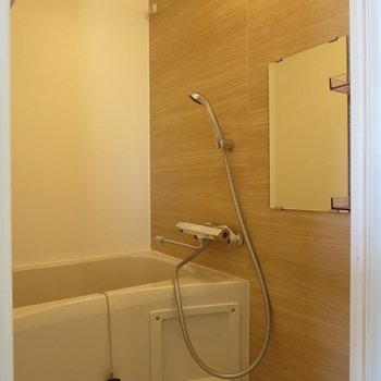 木目調のデザインがやさしい印象に※写真は2階の同間取り別部屋のものです