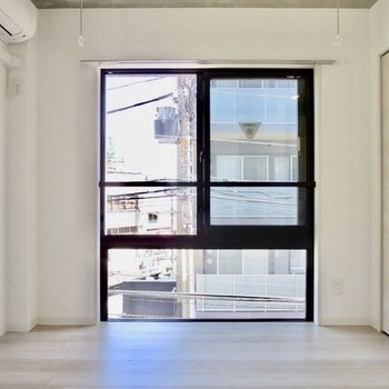 白を基調としたデザインです※写真は2階の同間取り別部屋のものです