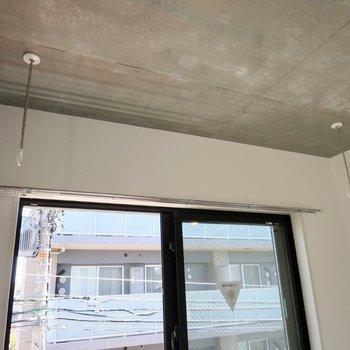 室内干し用のポールもあります※写真は2階の同間取り別部屋のものです