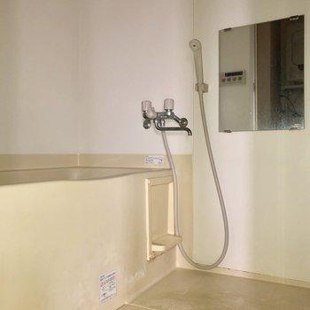 お風呂はゆったりサイズ※写真は通電前のものです