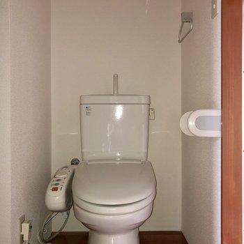 扉の正面にはトイレがあります※写真は通電前のものです