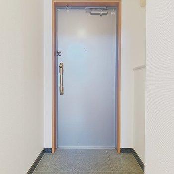 とても広い玄関。※写真は6階の反転間取り別部屋のものです