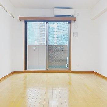 明るい印象。※写真は6階の反転間取り別部屋のものです