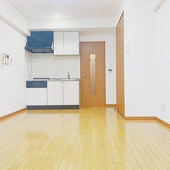 広々ワンルーム。※写真は6階の反転間取り別部屋のものです