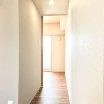廊下を進むと、、