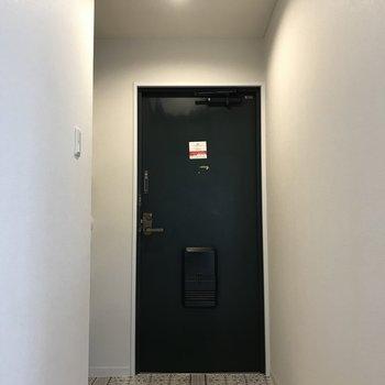 床の柄がエキゾチックな玄関