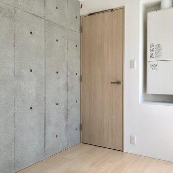 【洋室2】コンクリート打ちっぱなしでかっこいいですね