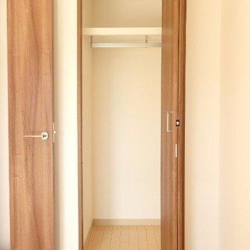 収納はコンパクト(※写真は5階の同間取り別部屋のものです)