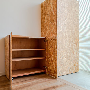 その隣に可動式の靴箱。※写真は3階の反転間取り別部屋のものです