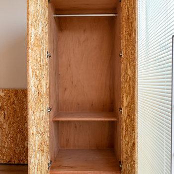 可動式クローゼットもOSB。※写真は3階の反転間取り別部屋のものです