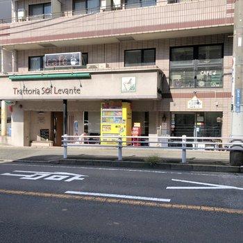 駅の近くにはオシャレなカフェもありました。ランチもやっていますよ〜