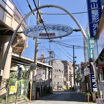 さらに商店街もあり、地元の方で賑わっていました