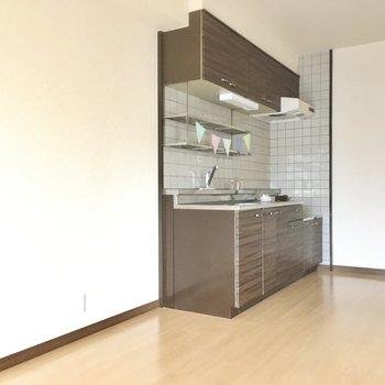 冷蔵庫はキッチン横に置くことになりそです。(※写真の小物は見本です)