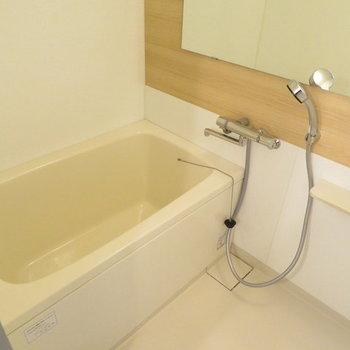 【完成イメージ】お風呂は木目調のシート貼り+鏡、水栓レバーは新品に交換