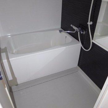 お風呂もゆったりめ(※写真は5階の同間取り別部屋のものです)