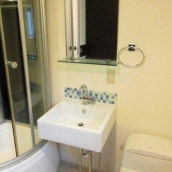 洗面台もプチ独立してます。(※写真は3階の同間取り別部屋のものです)