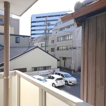 眺望はお隣さんと、その間から垣間見える近隣。