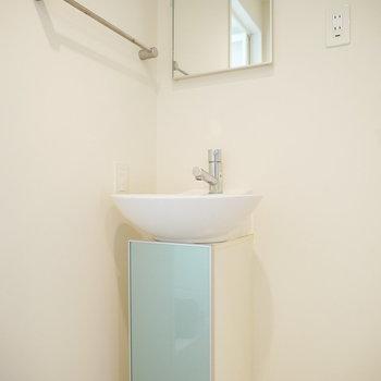 小ぶりなかわいい洗面台(※写真は6階の同間取り別部屋のものです)