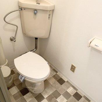 トイレもシンプルですが、コンセントがあるのでウォシュレット後付けできますね。