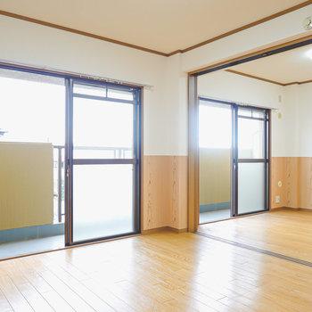 扉を開ければリビングとオープンな開放感のある空間に!