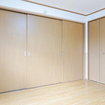 扉を閉めて、プライベートな個室としても使えますよ。