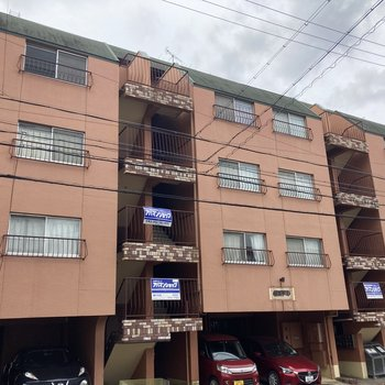5階建の鉄筋コンクリートマンションです。