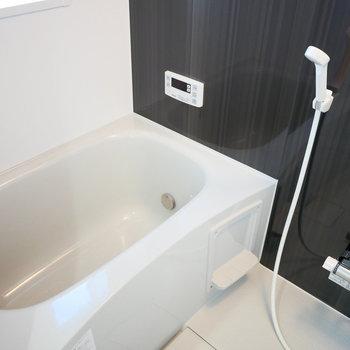 追い焚きと浴室乾燥機がついています!(※写真は3階の同間取り別部屋のものです)