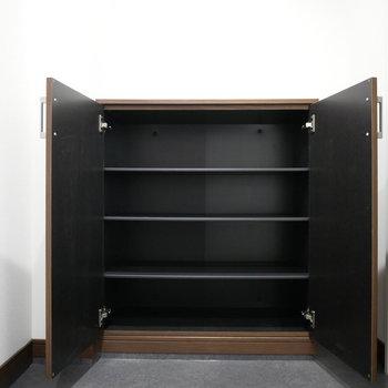 シューズクローゼット(※写真は3階の同間取り別部屋のものです)
