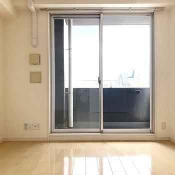 家具はたくさん置かずにシンプルに仕上げたいかな!(※写真は12階の反転間取り別部屋のものです)