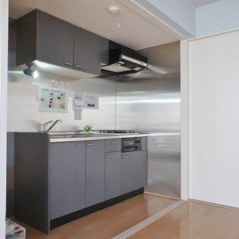 隠せるキッチンが嬉しい♪※写真は同タイプの別室。