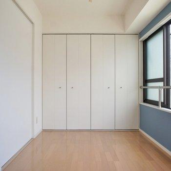 採光面が多いので、開放感たっぷり!※写真は同タイプの別室。