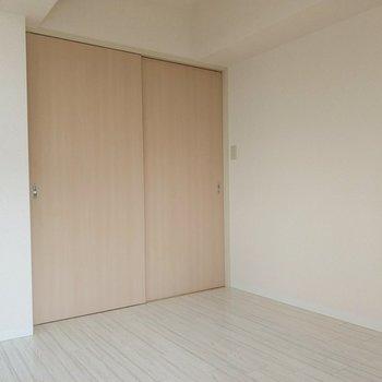 洋室とLDKは引き戸で仕切られています。閉めてメリハリ出すと良さそう◎