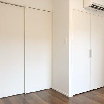 【洋室】引き戸で仕切れます。※写真は2階の同間取り別部屋のものです