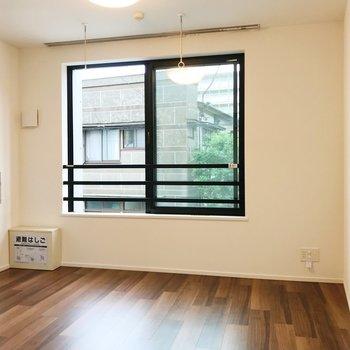 【洋室】こちらは寝室にしましょう。※写真は2階の同間取り別部屋のものです