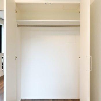 【洋室】2シーズン分は収納できそう。※写真は2階の同間取り別部屋のものです