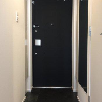 玄関はゆったりと使える広さです。※写真は3階の反転間取り別部屋のものです