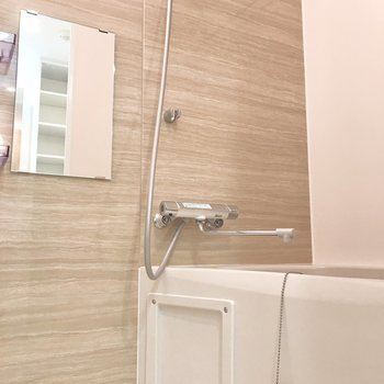 バスルームは浴室乾燥機付きです