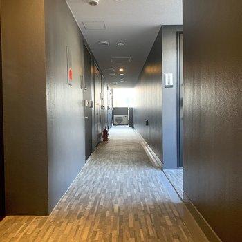 共用部分の廊下は奥にぐーんと広がります