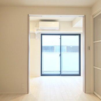 明るい室内が特徴的※写真は3階の同間取り別部屋のものです