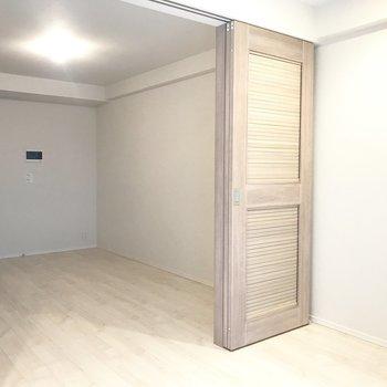 お部屋でペットと遊んでも楽しそうですね※写真は3階の同間取り別部屋のものです