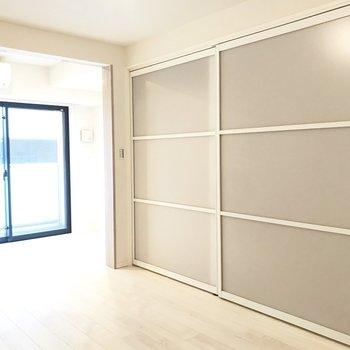 嬉しい壁一面の収納※写真は3階の同間取り別部屋のものです