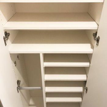 シューズボックスは高さ調節が可能です※写真は3階の同間取り別部屋のものです