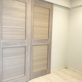 扉を閉めるとこんな感じです※写真は3階の同間取り別部屋のものです