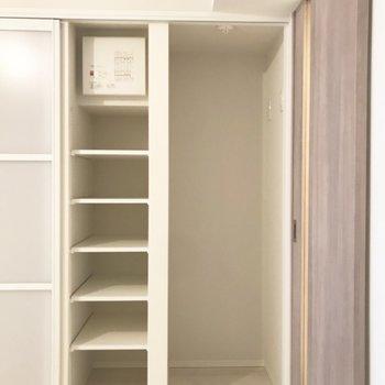ここに自分のお気に入りグッズを置いても良いかも※写真は3階の同間取り別部屋のものです