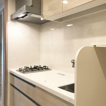 キッチン周りの収納は奥行きがあります※写真は前回募集時のものです