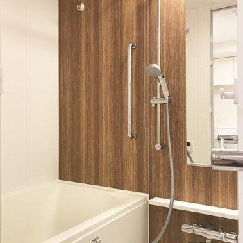 雨でも嬉しい浴室乾燥機、右側にはタオルハンガーもついてます※写真は前回募集時のものです