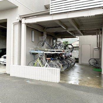屋根付き駐輪場もご用意してます!