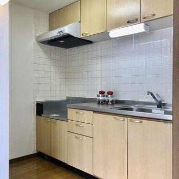 【LDK】食器棚も十分確保。